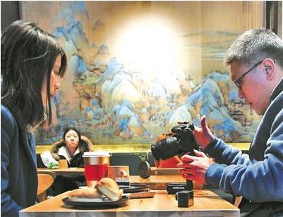 """故宫角楼咖啡悄然开业 蛋糕""""千里江山卷""""成网红"""