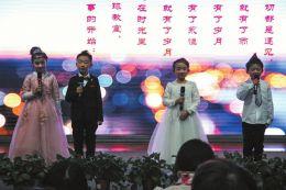 运城新港实验学校一班级举办音乐会