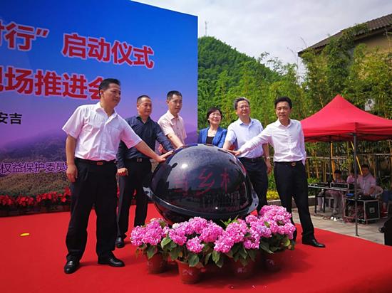 暑假临近 郑州旅游市场暑期游线路预订不断